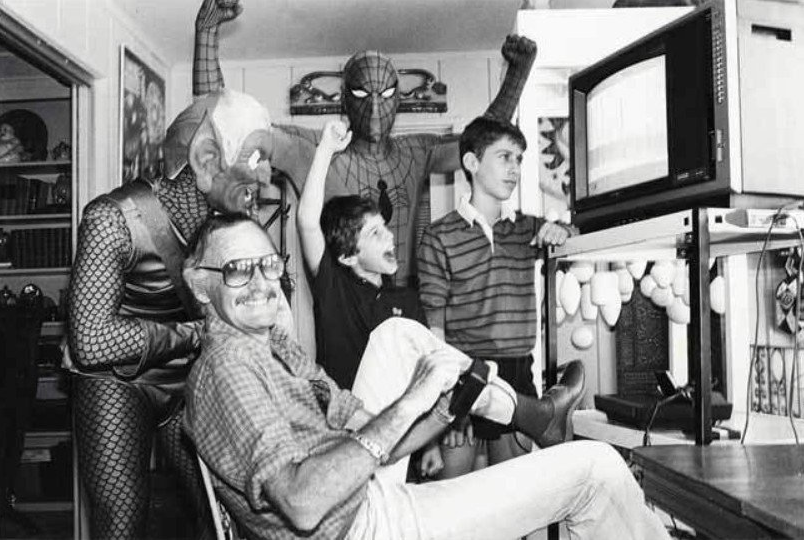 Stan Lee plays Spider-Man video game for Atari 2600 - 80s and 90s Arcades, Retro Games and Classic Video Games